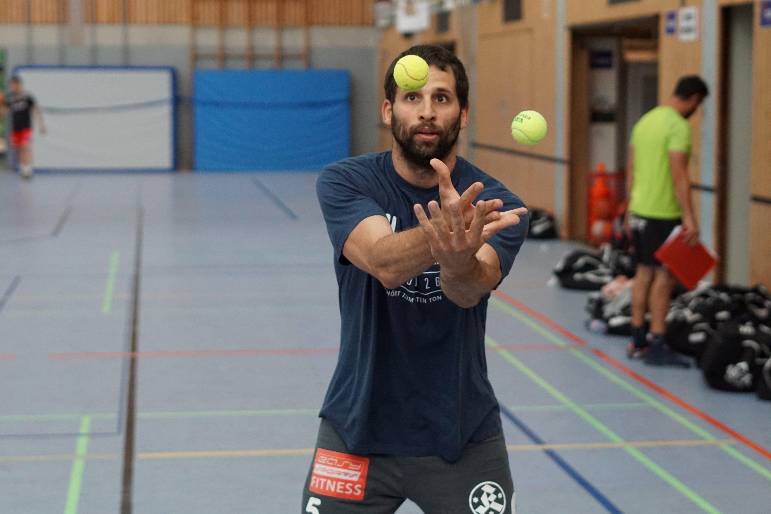 Handballer bei einer Koordinationsübung